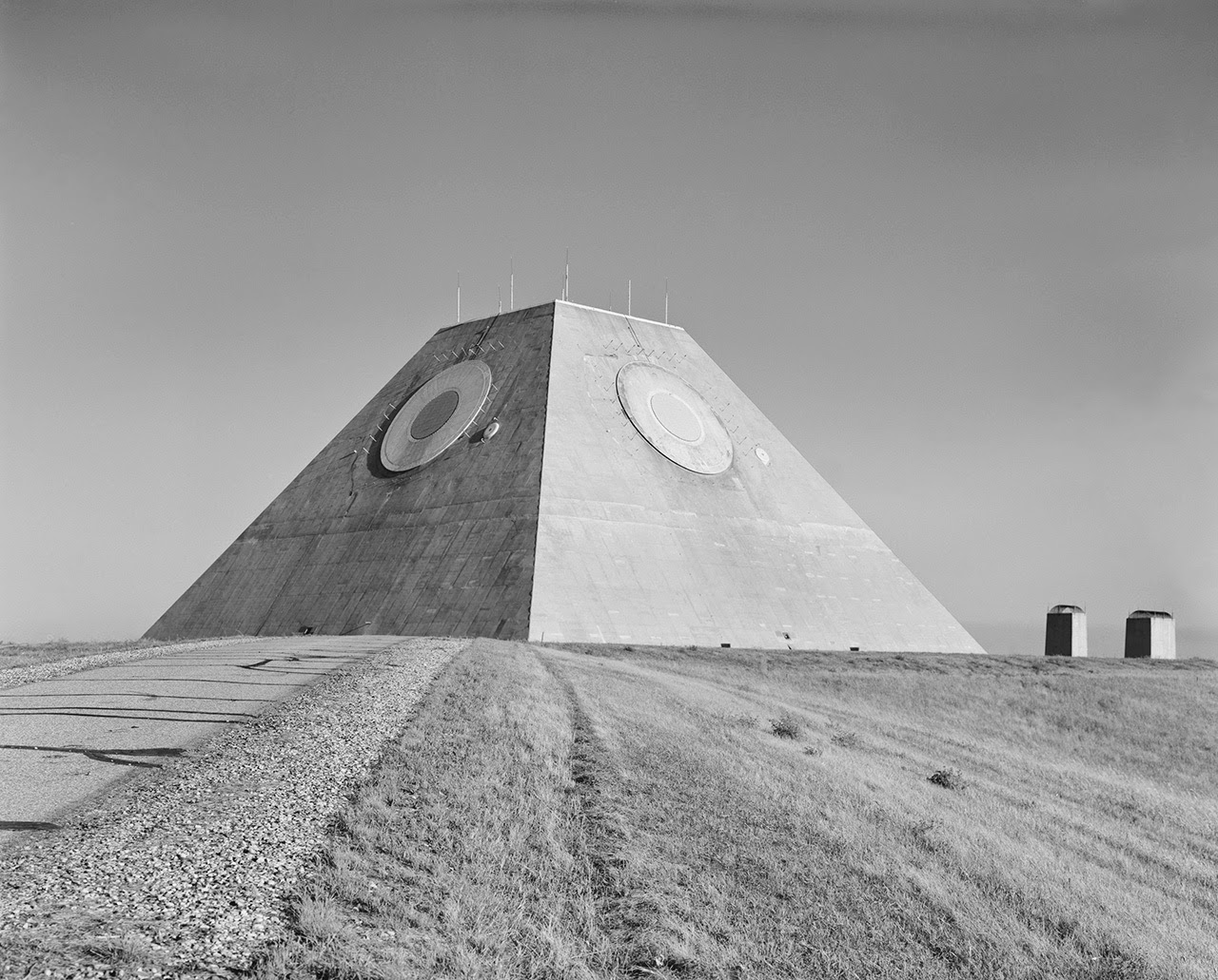 A Pyramid in the Middle of Nowhere Built to Track the End of the World –  BLDGBLOG